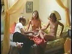 Mô hình threesome với nhiếp ảnh gia may mắn